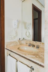 A bathroom at Ramada by Wyndham Belo Horizonte Lourdes