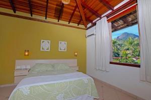 A bed or beds in a room at VELINN Pousada Villa Caiçara