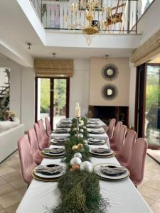 A restaurant or other place to eat at 3 Bed Villa with Private Pool