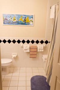 A bathroom at Summers Inn Ludington - Adults Only