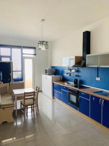 A cozinha ou cozinha compacta de BEST VIEW APARTMENT WITH TERRACE