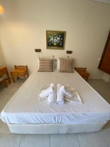 A bed or beds in a room at Paradise Hotel