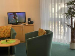 A television and/or entertainment centre at Appartementhaus Anne