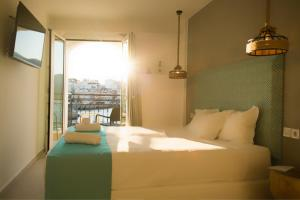 A bed or beds in a room at Hotel Port 7- Boutique Collection