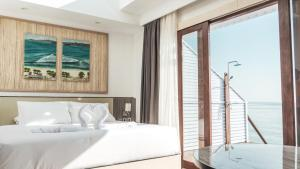 A bed or beds in a room at Arasatu Villas & Sanctuary