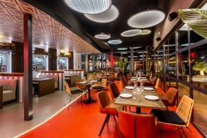 Restaurant ou autre lieu de restauration dans l'établissement La Finca Resort
