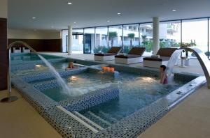 Piscine de l'établissement La Finca Resort ou située à proximité