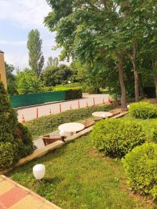 The swimming pool at or near Класик Хотел - Безплатен частен паркинг Classic Hotel - Free privаte parking