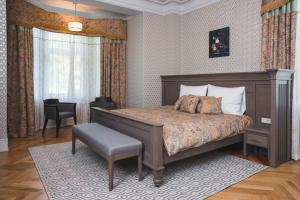 A bed or beds in a room at Boutique Hotel Roze