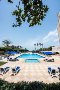 Бассейн в BM Beach Hotel или поблизости