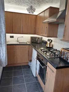 A kitchen or kitchenette at Havisham Studio Flat Rochester ME1 1XZ