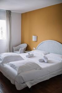 A bed or beds in a room at Cèsar