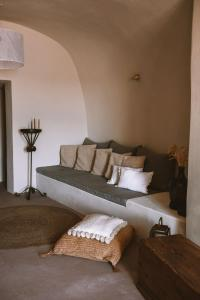 Ein Sitzbereich in der Unterkunft Spitia Santorini Villa Collection