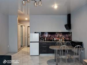 Кухня или мини-кухня в Апартаменты жк Кавказ