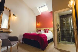 A bed or beds in a room at Union Road Moto Velo Accommodation