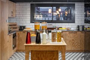 A kitchen or kitchenette at Eklo Clermont Ferrand Centre Gare