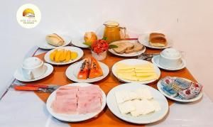 Breakfast options available to guests at Pousada Por do Sol