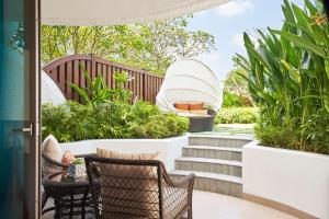 A balcony or terrace at Shangri-La Singapore (SG Clean, Staycation Approved)