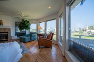 Tranquillo Stunning Pirates Beach House 2 decks 2-min walk to beach