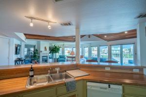 The lobby or reception area at Tranquillo Stunning Pirates Beach House 2 decks 2-min walk to beach