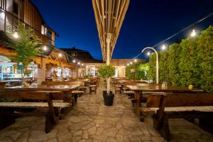 A restaurant or other place to eat at Hotel Mirjana & Rastoke