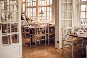 Arnbjerg Pavillonenにあるレストランまたは飲食店