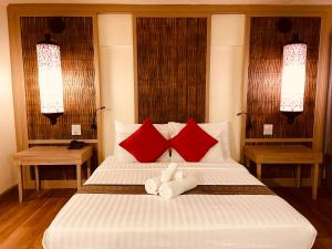 A bed or beds in a room at Nak Nakara Hotel