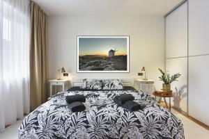 A bed or beds in a room at Place to be - Center apartment