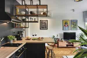 A kitchen or kitchenette at Place to be - Center apartment