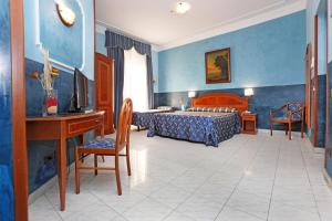 A bed or beds in a room at Hotel Rimini