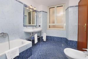 A bathroom at Hotel Rimini