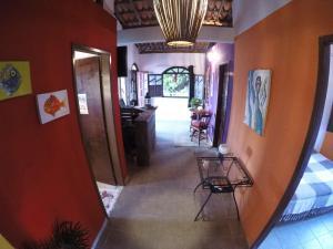 The lobby or reception area at Lá Casita Hostel Praia do Forte