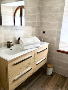 A bathroom at résidence La Chapelle