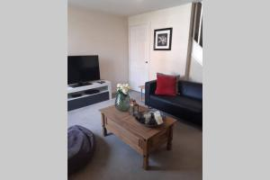 A television and/or entertainment center at 3 Bedroom Modern Property