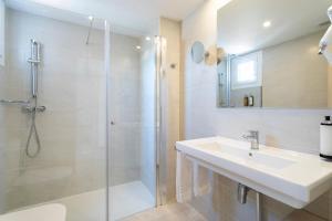 Ванная комната в Halley Hotel & Apartments Affiliated by Meliá
