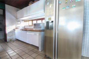 A kitchen or kitchenette at Casa beira mar em Porto Mirim por Carpediem