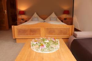 Ein Bett oder Betten in einem Zimmer der Unterkunft Schanze 1 Landschaftsgasthaus