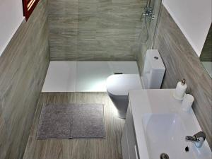 A bathroom at Playa Honda Home