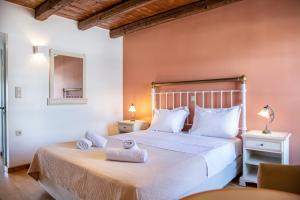 A bed or beds in a room at Trapela Boutique Hotel