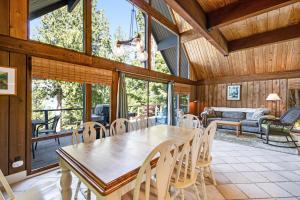 A restaurant or other place to eat at Cheryl's Bainbridge Chalet