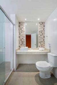 A bathroom at B&B Hotels Rio Copacabana Posto 5