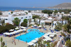 Vue sur la piscine de l'établissement Hotel Tivoli ou sur une piscine à proximité