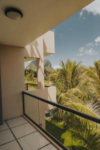 Ein Balkon oder eine Terrasse in der Unterkunft Luxe Exotica Apartment