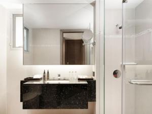 A bathroom at PP Princess Resort- SHA Plus