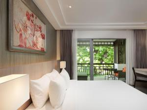 A bed or beds in a room at PP Princess Resort- SHA Plus