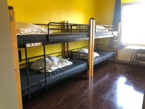 A bunk bed or bunk beds in a room at Backpackers Düsseldorf