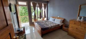 A bed or beds in a room at Shikher Guest House