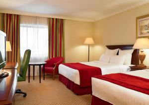 A bed or beds in a room at Newcastle Gateshead Marriott Hotel Metrocentre