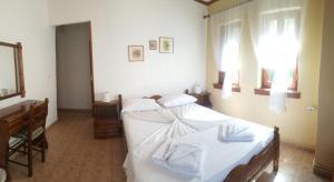 Ένα ή περισσότερα κρεβάτια σε δωμάτιο στο Η Φιλοξενία