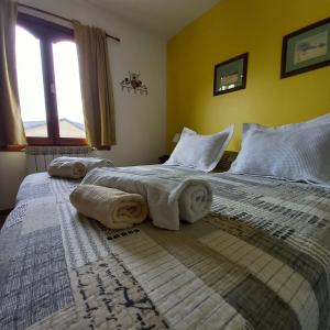 A bed or beds in a room at Mysten Kepen B&B